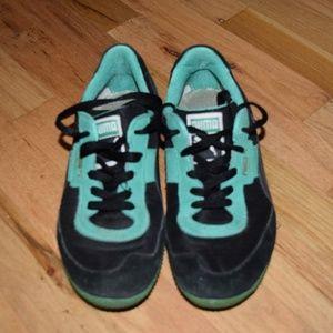 Puma Sneakers (7.5)